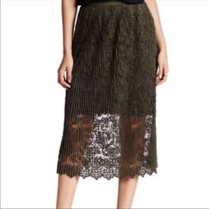 NWT Romeo + Juliet Couture Lace Overlay Skirt 0434